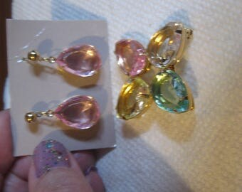 AVON 1986 Pastel Accent Pin and Pierced Post Drop Earrings on Original Card