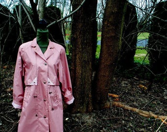 Classy vintage 80s , mauve, pink, dusty rose polyester, trench, rain coat. Made by Fleet street. Size 8. Mint Condition.