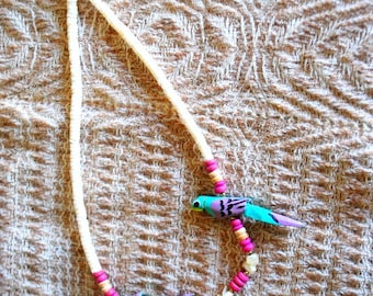 Tropical vintage 70s, white shell, heishi beads necklace with a wood pink beads between and two, hand carved, aqua blue parrots.