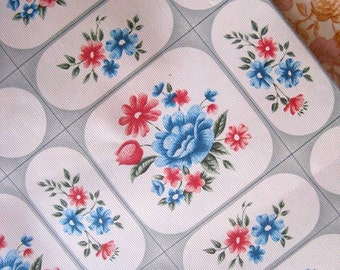 Vintage 1970s Wallpaper - Shabby Florals - Price per yard