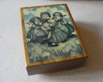 Vintage Hummel music trinket box Made in Italy by Goebel plays Sound of Music