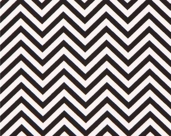 207004 Robert Kaufman thin zig zag chevron fabric black white Remix