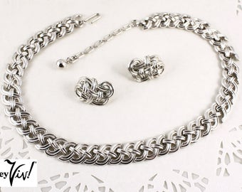 Signed Crown Trifari 50s Vintage Silver Necklace & Clip on Earring Set - Flexible Design - Hey Viv