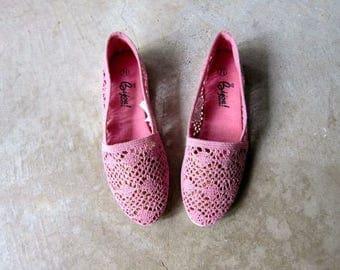 Vintage 80s Pink Crochet Slip Ons Vintage Boho Summer Flats Crochet Woven Knit Shoes Minimal Textured Sandals Huaraches Womens 7.5