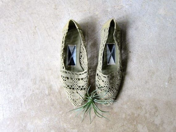 Vintage 80s Sage Green Crochet Slip Ons Vintage Boho Summer Flats Crochet Woven Knit Shoes Minimal Textured Sandals Huaraches Womens 6