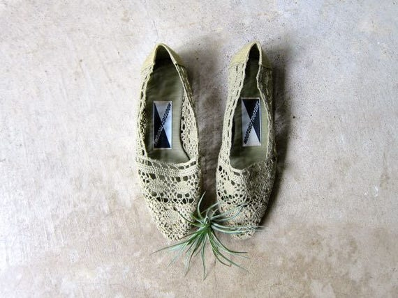 80s Green Shoes Crochet Slip Ons Vintage Boho Summer Flats Fabric Woven Espadrilles Knit Shoes Minimal Textured Sandals Huaraches Womens 6