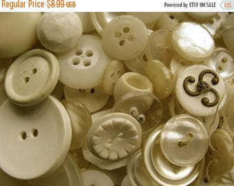 ON SALE 100 lovely Old dirty white buttons Lot 33