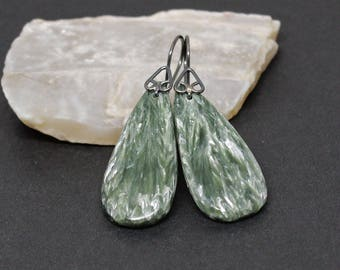 Seraphinite Gemstones . Oxidized Sterling Silver Dangle Drop Earrings . Dark Forest Green with Silvery Green Feathers . E17065