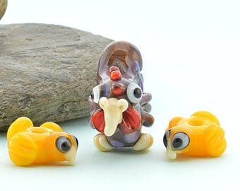Hen and her chicks  Lampwork Glass Bead, Glass Sculpture Collectible, X3 set of beads, Izzybeads SRA