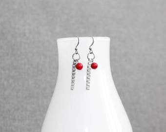 bijoux mode, Boucle d'oreilles, bijoux fantaisie, red earrings, mode jewelry, metal earing, casual earing, chaine, rouge, geometrique, long