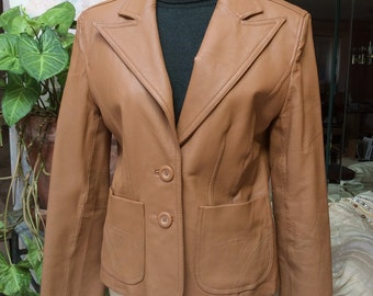 Vintage 70s camel color leather blazer, sz S/M caramel color fitted leather jacket, woman's 70s look fitted leather blazer, casual leather