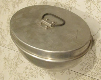 vintage aluminum 2 piece jello or pudding mold form with handles rare