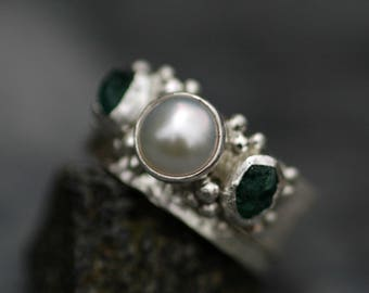 Raw Emerald and White Pearl in Hammered Sterling Silver Ring- Two Ring Bridal Set