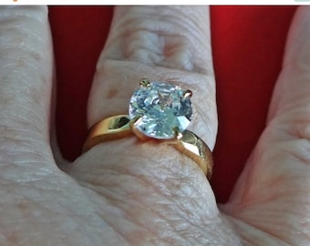 20% off sale Vintage gold tone  size 5.75  solitaire ring with super sparkly rhinestone in great condition