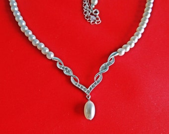 "Vintage  silver tone 19.5"" pearl necklace with rhinestone centerpiece in great condition, appears unworn unsigned AVON"