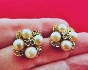 """Vintage gold tone .75"""" pierced earrings with pearls and rhinestones in great condition"""