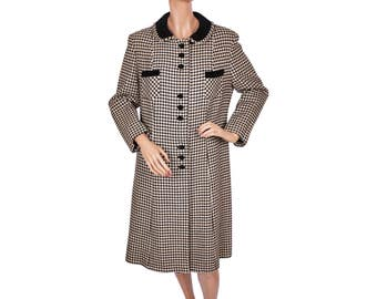 Vintage 1960s Black and White Houndstooth Wool Coat with Black Velvet Detailing - Ladies - M