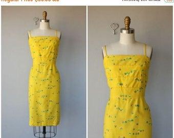 25% OFF FLASH SALE.. Vintage Malia Hawaii Sun Dress   Vintage Yellow Wiggle Dress   1980s Sun Dress   Printed Sun Dress   1980s does 1960s D