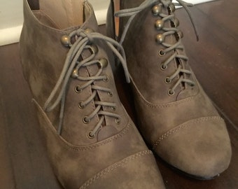 Vintage Styled Faux Suede Tan Booties Size 8
