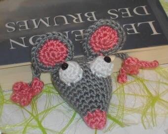 Marque pages rat de bibliothèque au crochet déco souris amigurumi