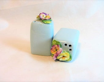 Vintage Pansy Salt and Pepper Shakers, Artone England Salt Pepper Shakers, Porcelain Pansy Salt Pepper Shakers, Family Salt and Pepper Set