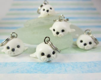 Seal Stitch markers knitting polymer clay, animal seal cute stitch markers, knitting accessories, knitters gift charm animal charm white