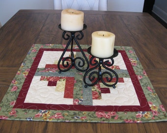Log Cabin Table Topper - Green