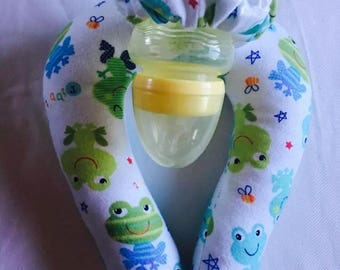 Baby frogs baby bottle holder