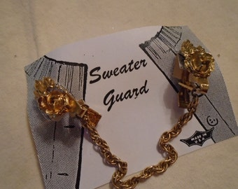 Sweater Clip   Gold Tone Raised Detailed Flower And Leaves  Single Chain FREE SHIPPING