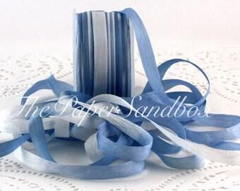 """À la main de teint bleu et ruban de soie blanc, 1/4"""" de large par l'yard, ruban de soie teints cravate, soie bleu, Bouquets, mariage, emballage cadeau, Party Supplies"""