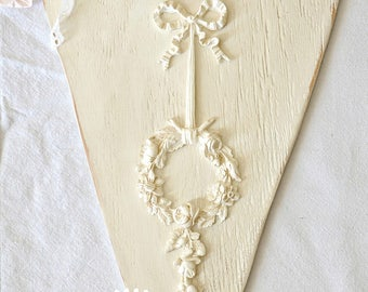 Heart antique white with resin applique
