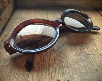 Rare Selecta Made in France sunglasses, vintage Mod eyeglass frame, tortoise shell retro sunglasses oval shaped plastic frame France Selecta