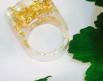 Resin Ring, Clear With Gold Flakes, Size 8, Modern And Stylish