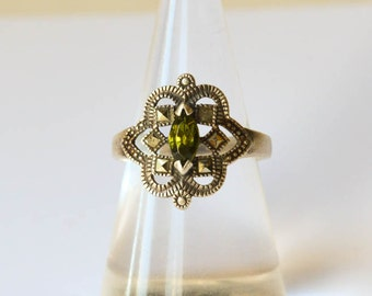 Sterling Ring with Peridot Rhinestone Size 8 1/2