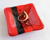 GLASS RING DISH-Red Black Fused Glass Ring Dish, Ring Keeper, Gift for Coworker, Small Gift for Teacher, Gift for Friend, Red Ring Dish