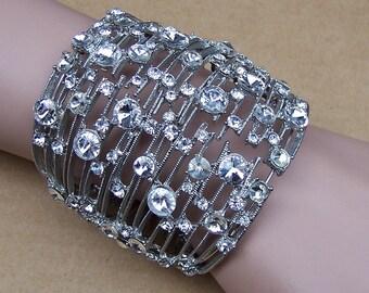 Vintage metal rhinestone clamper bangle bracelet Hollywood Regency style 1980s fashion rhinestone jewelry (ZZI)