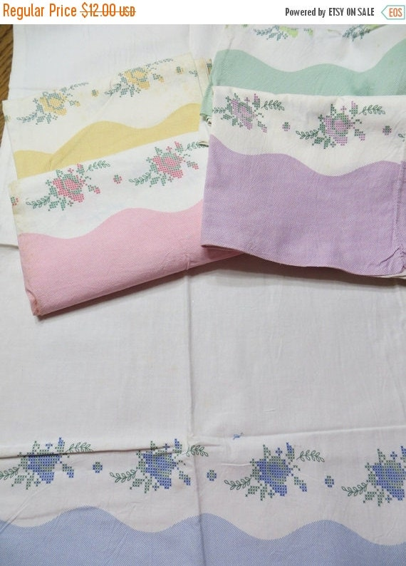 ON SALE Shabby Roses Border Print Feedsack Pillowcase-Feed Sack-Cameo-Feedsack-UNUSED-Original Stitching-Blue