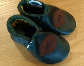 Green Bay Packers baby boy football shoes size 6/ 18-24 months