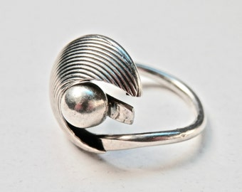 Vintage Modernist Ring Signed Jewelry Spiral Ring Beau Sterling Silver Size 5.5 Ring Outer Space Crescent Mid Century Modern Atomic 925