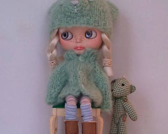 Blue-green oversized cardigan and bear hat for Blythe or Pullip