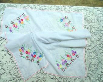 TULIPS TABLECLOTH. Embroidery. Tablecloth. vintage 1940s. 1950s. 45 x 33. Table Topper. hand made. tablecloth. embroidered