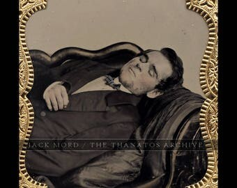 Exceptional 1/6 Post Mortem Ambrotype in Union Case