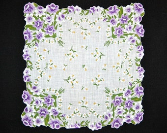 VINTAGE HANKIE Purple Daffodil Bouquets at Each Corner on White Field, White Scattered Daisies Shaped and Corded Hem Excellent Condition