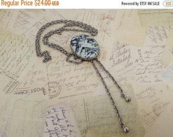 HolidaySale Vintage Sliding Pendant Lariat Necklace~Green & White Gemstone Cabochon Silvertone Chain Lariat Necklace~Pat 3974545