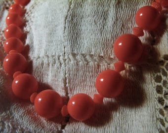 Vintage 40s Bright Orange graduate Bead Necklace