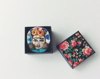 Frida Kahlo - thread drawn - brooch - boxed
