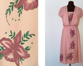 Vintage 70's Dress Pastel Pink Rose Mauve Crepe Polyester Hand Screened Floral Design Size S / Small