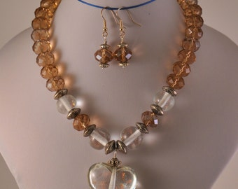 Beautiful necklace with regency tones.