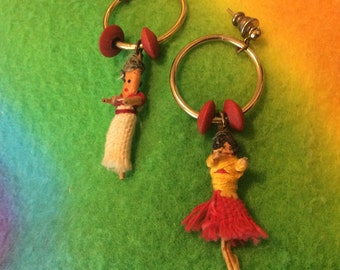 hold Brook/Worry dolls earrings beaded pierced Silvertone Mayan