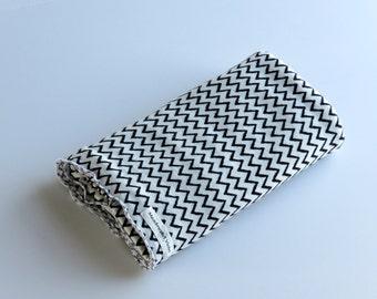 Large Cotton Jersey Knit Baby Swaddle/Receiving Blanket - Boy/Girl/Neutral - Black & White Zig-zag Design